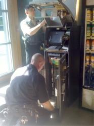 Ładowanie pieniędzy o bankomatu