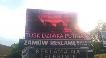 Podemieniony ekran LED w centrum Kielc. Fot. @swawolnik / twitter.com