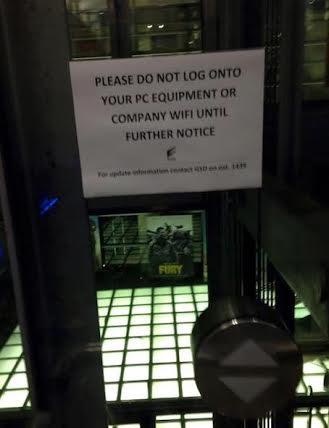 Kartka na wejściu do jednego z biur Sony Pictures