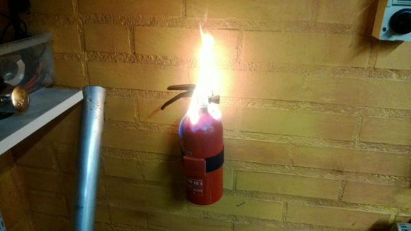 Gaśnica w ogniu