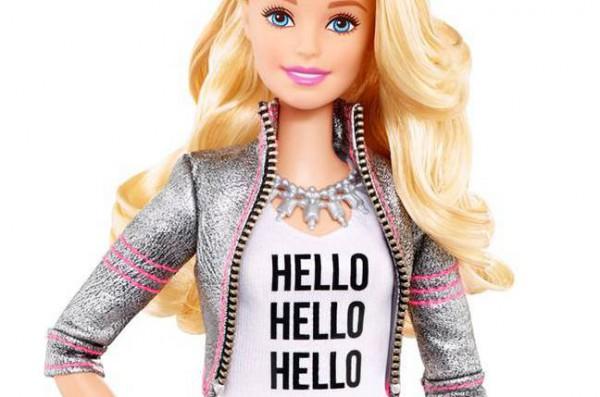 Barbie w wersji Hello. Słucha, śle do chmury, ripostuje i donosi na dzieciaka