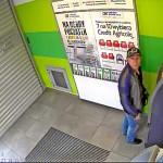 Złodziej okradający bankomaty urządzeniem elektronicznym