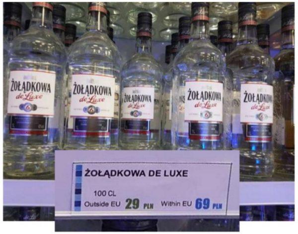 Różne ceny wódki, w zależności od tego, co jako port docelowy pokazuje nasza karta pokładowa... fot. Przemek Jaroszewski