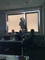 Szkolenie zamknięte z Ataku i Ochrony Webaplikacji realizowane w formie dedykowanej dla klienta z Wrocławia. Temat był tak interesujący, że ci którzy nie zostali zakwalifikowani do grupy uczestników, próbowali różnych sztuczek, aby podejrzeć co siędzieje w sali szkoleniowej... :)